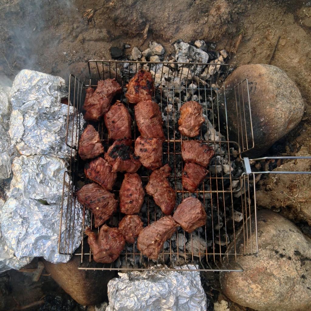 Kyrgyz Beef BBQ. Kirgisisches, gegrilltes Rindfleisch.